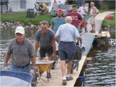 01-Brouettage-par-les-membres-pour-chauler-le-lac-les-15-et-16-août-2010